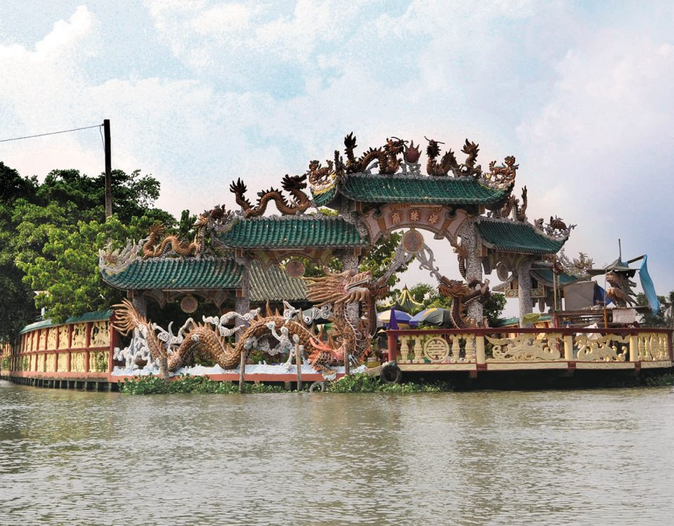 Dragon Floating Temple Sightseeing